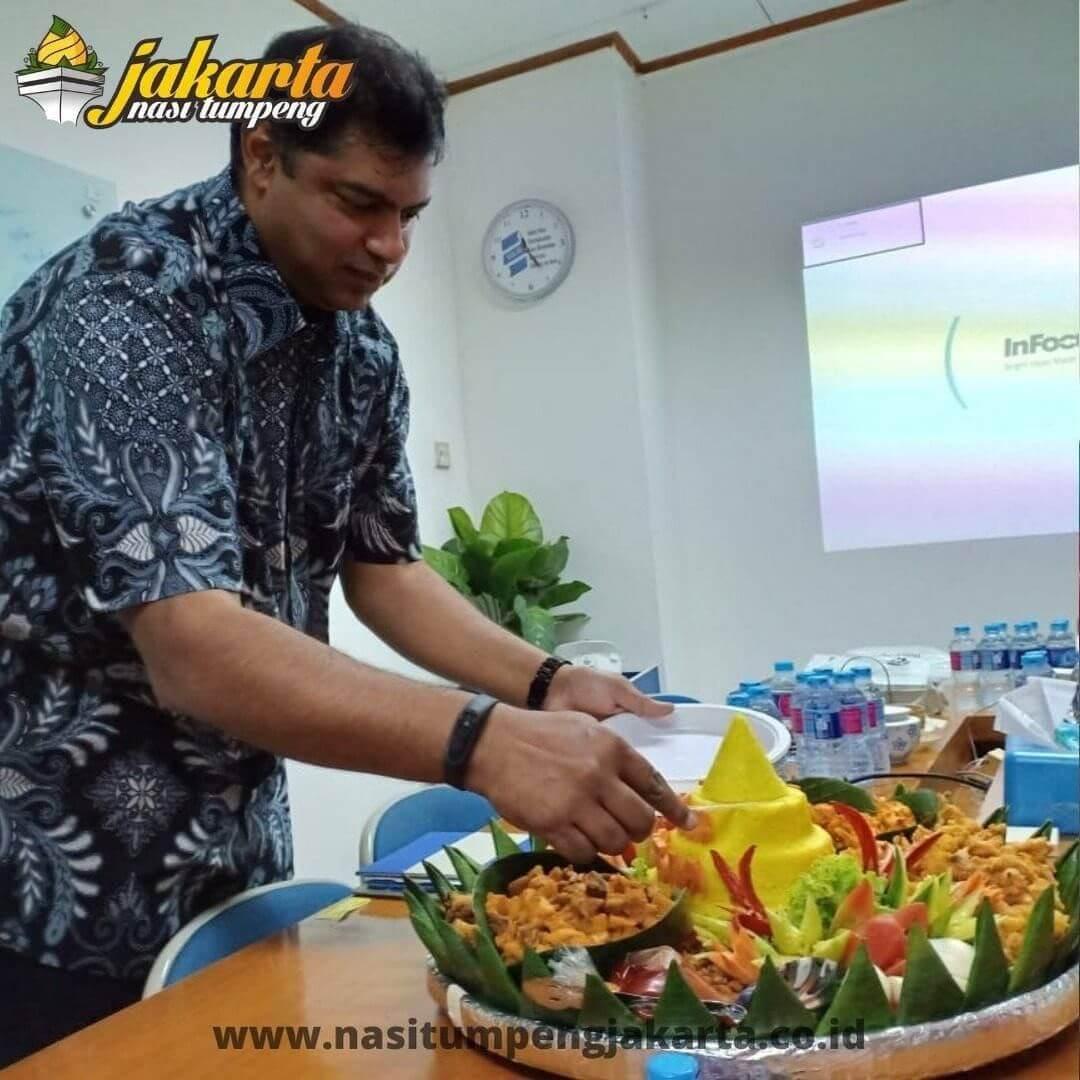 Pesan Nasi Tumpeng Dadakan di Jakarta
